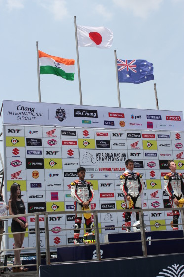 Hari Krishna (left) clinches second in the  Asian Road Racing one-make event in Thailand. A Honda image